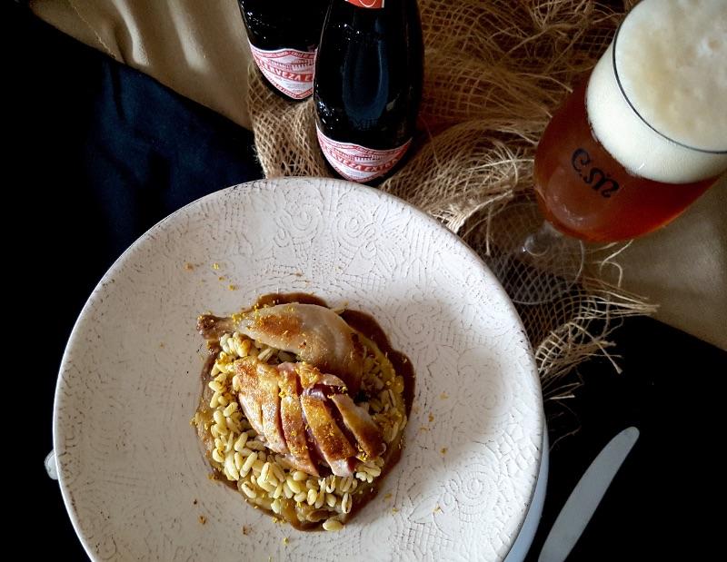 Codornices con trigo y berenjena