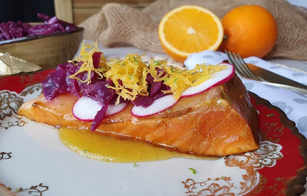Salmón en salsa de cítricos y huevo hilado