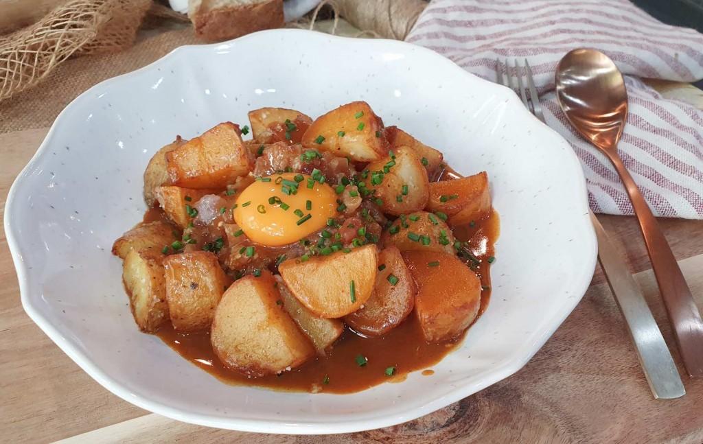 Patatas Bravas con Tartar de Bonito