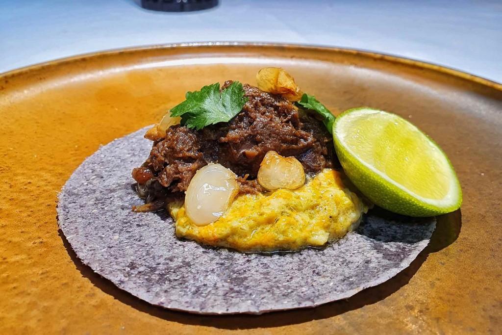 Tacos de Mole de Paloma Torcaz del menú de caza de Salino