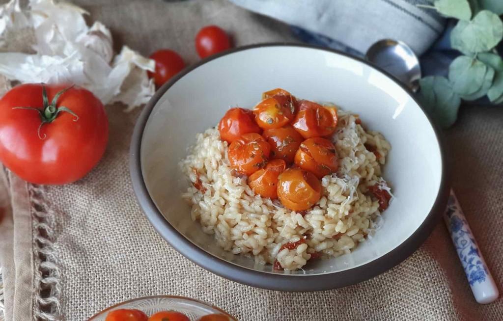 Risotto de tomate asado y seco, una versión mirando al sur de Europa