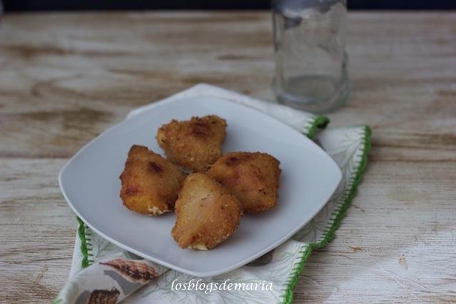 Triangulitos de jamón cocido y queso rulo de cabra