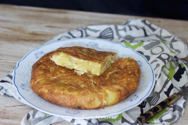 Tortilla de patatas y queso viejo