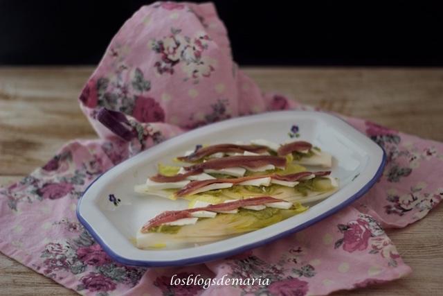 Endivias con queso fresco y anchoas