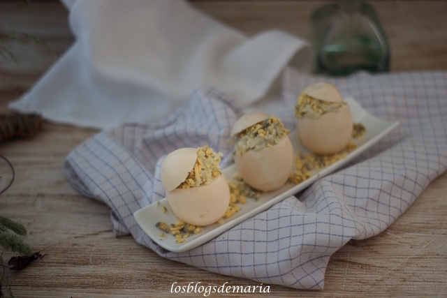 Huevos rellenos de papas alioli