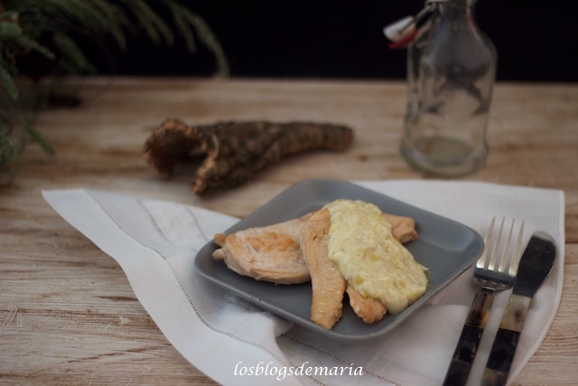 Pechugas de pollo con salsa de queso