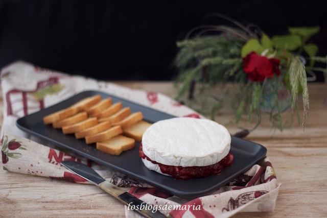 Queso Camembert con mermelada de fresa