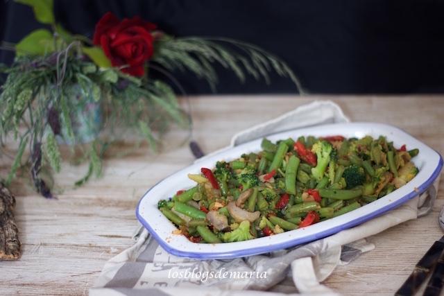 Salteado de verduras al ajo frito