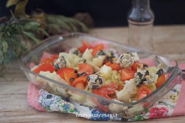 Cómo hacer bolas de queso y semillas para decorar ensaladas