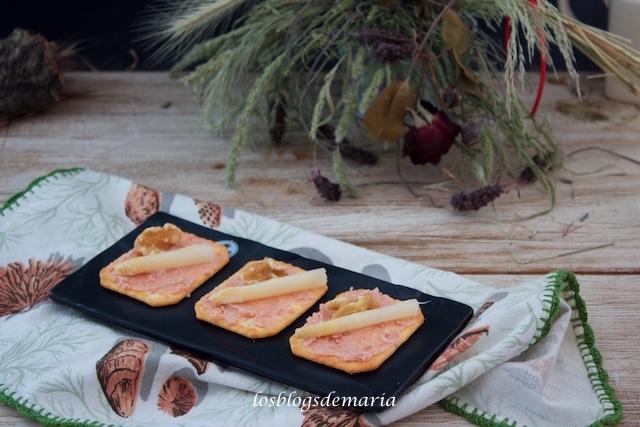 Aperitivos de paté de jamón cocido, espárragos y nueces