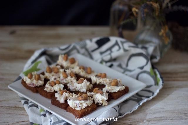 Delicias de queso con frutos secos a la miel