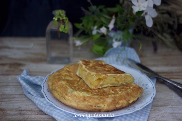 Tortilla de patatas y cebolla en microondas