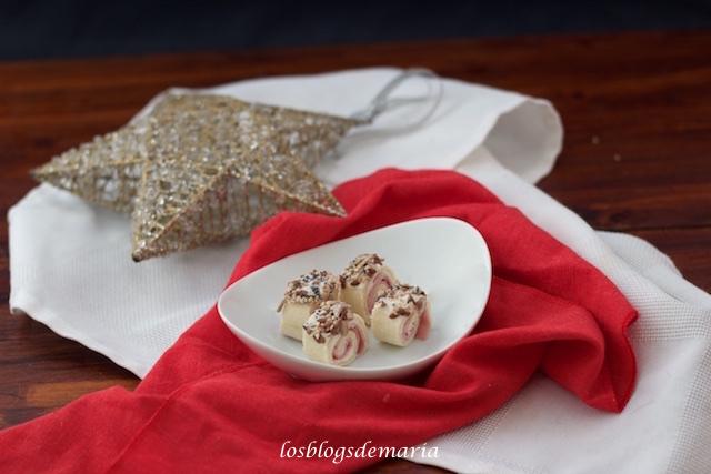 Rollitos de pan relleno de jamón cocido, queso y frutos secos