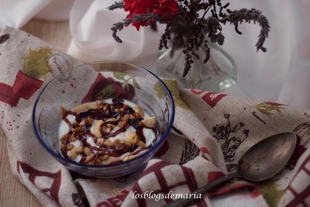 Crema de chocolate blanco con frutos secos y caramelo