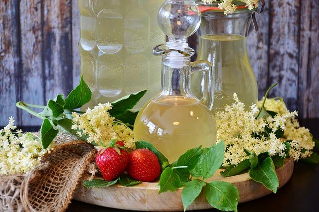 Por qué el agua con limón es la bebida más refrescante del verano