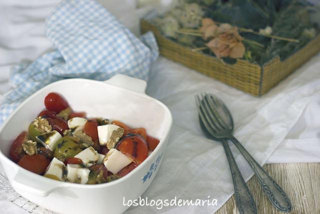 Ensalada de tomates surtidos con queso fresco