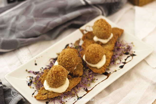 Huevos de codorniz rebozados con cacahuetes