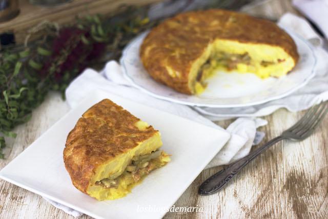 Tortilla rellena de salteado de champiñones, jamón y queso
