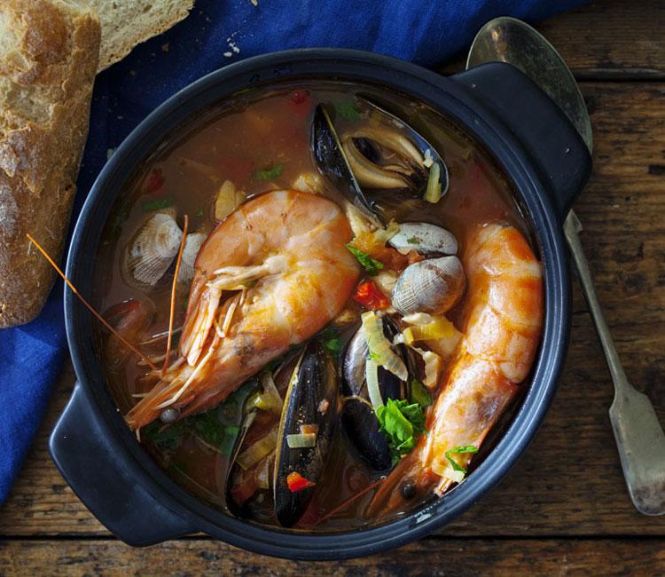 Sopas de pescado con bacalao, el plato de la Pascua mallorquina
