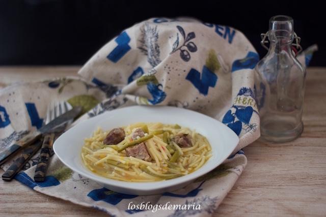 Fideos con carne y espárragos a las especias tajine