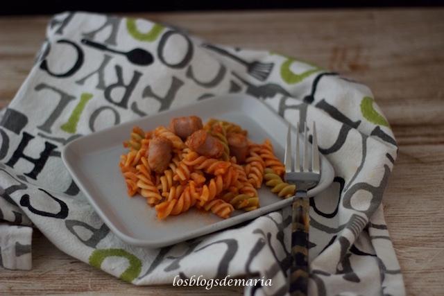 Espirales con salsa napolitana y salchichas, receta Cuisine
