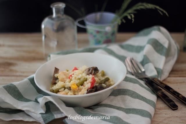 Arroz con pechuga de pollo, espárragos y champiñones en olla GM