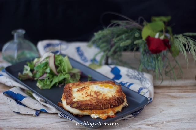 Mini pizza de patata y huevo