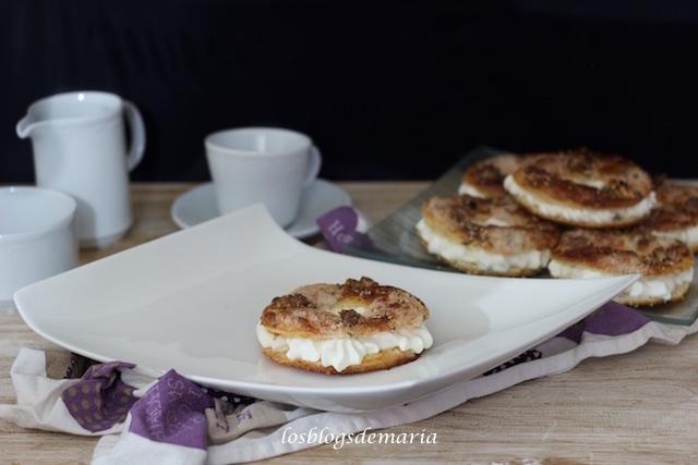 Mini roscos de hojaldre relleno de nata