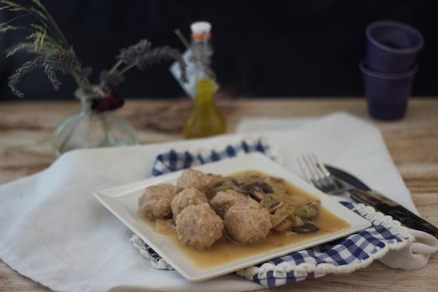 Albóndigas en salsa de champiñones