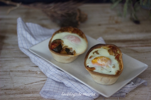 Barquitas rellenas de pisto con huevo