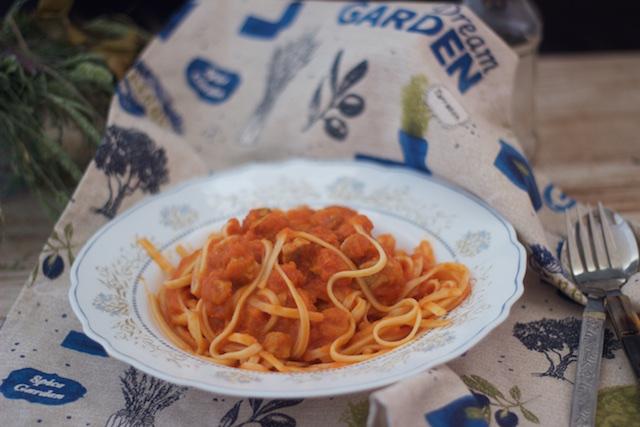 Tallarines con salsa de verduras y carne, receta Cookeo