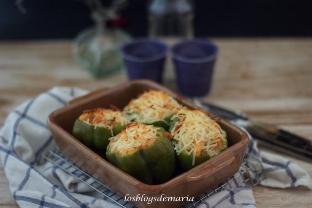 Pimientos rellenos de pollo y verduras