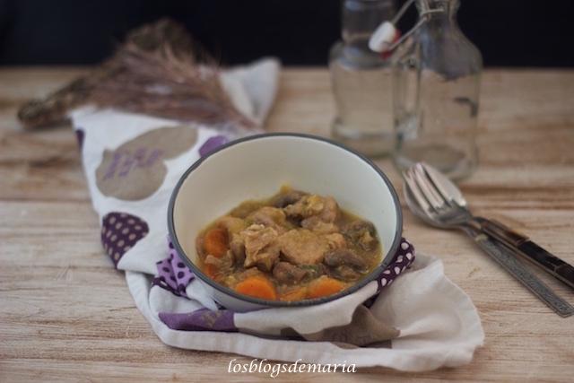 Ternera con calabacín, zanahorias y champiñones