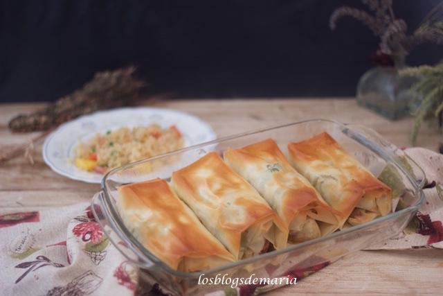 Rollitos de pasta philo rellenos de pimientos verdes y pechuga de pollo