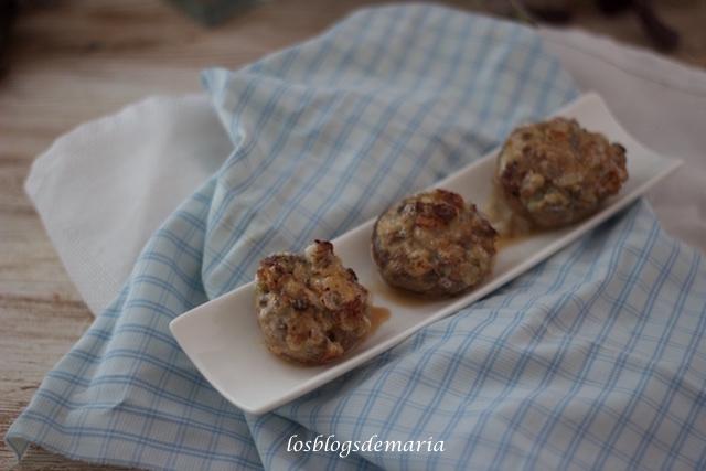 Champiñones rellenos de queso gorgonzola y nueces