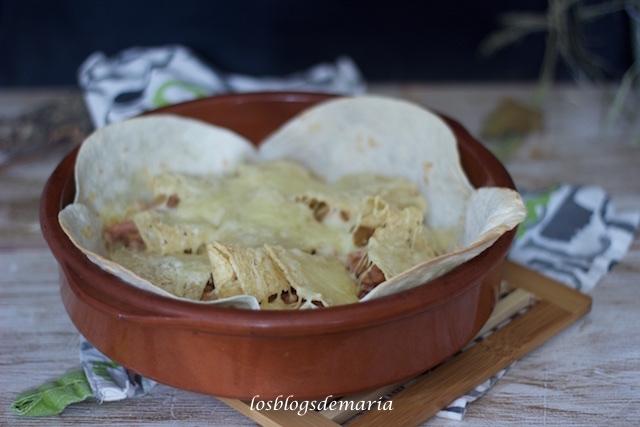 Pastel de tortas de trigo y nachos