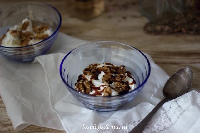 Copa de nata con nueces, base de galletas lotus y caramelo