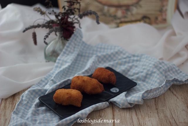 Rollitos de pollo rellenos de nueces y queso azul