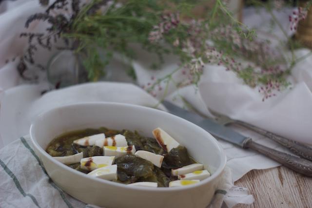 Pimientos verdes asados con queso fresco