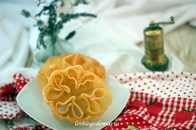 Flores fritas, un postre muy dulce de Semana Santa