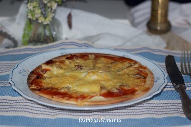 Pizzas con setas, bacon y huevo