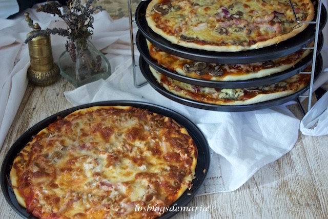 Cómo hornear cuatro pizzas a la vez