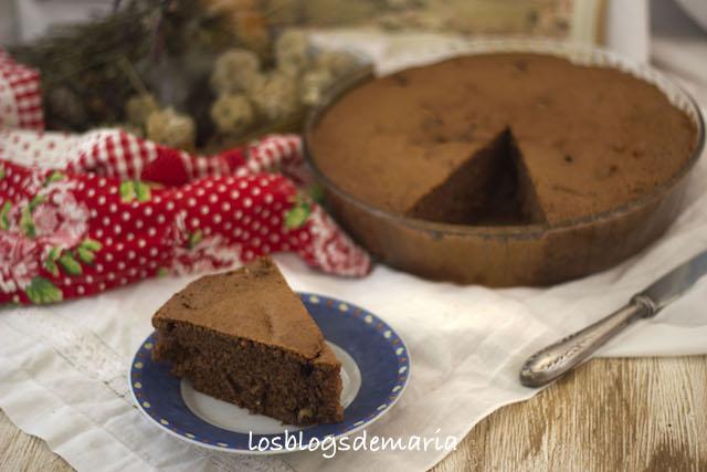 Bizcocho de chocolate, nueces y piña