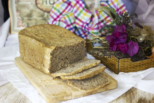 Pan de harina de espelta y semillas