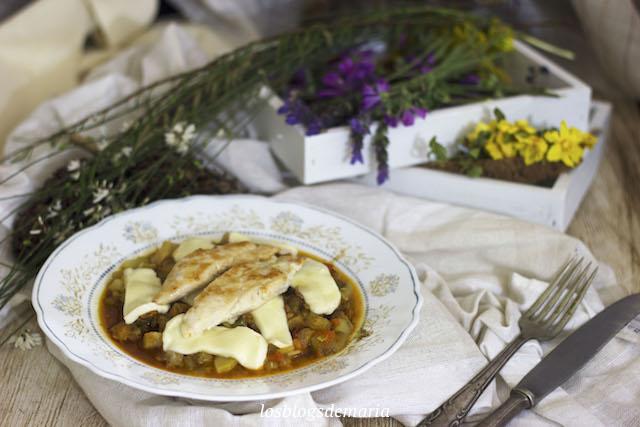 Pisto de berenjenas y calabacines con pechugas de pollo y mozzarella