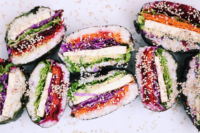 Onigirazu vegano y ¡mucho color!