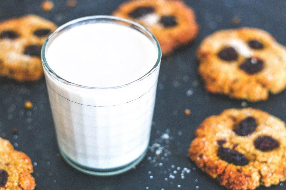 ¡Cookies de avena y almendra para merendar!