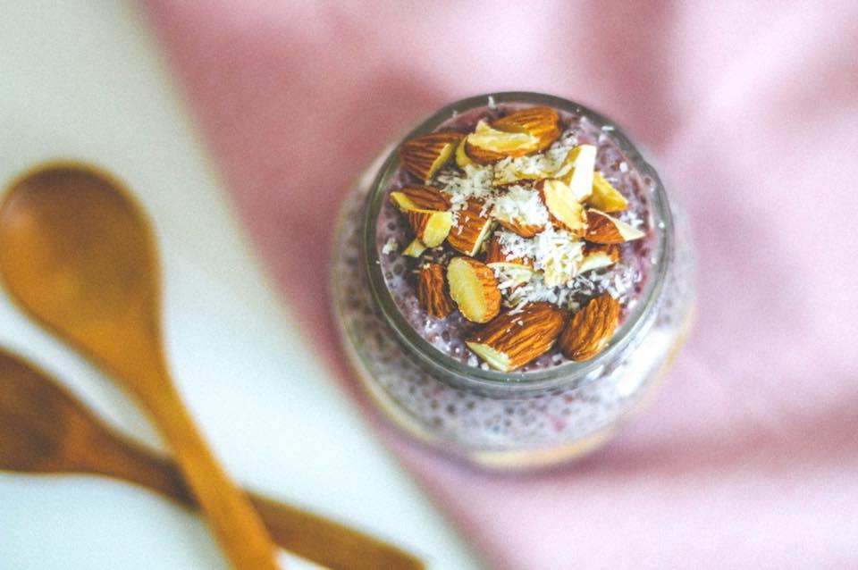 Desayuno saludable: chía pudding de frutilla