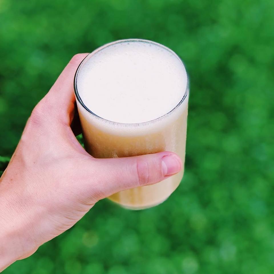 Rico y refrescante: shake de banana, naranja y maca