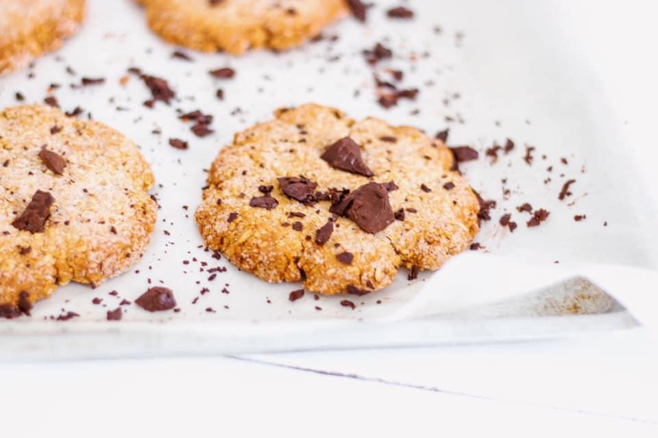 Un clásico infalible: cookies con chips de chocolate